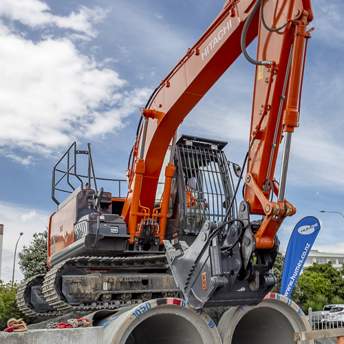 All In One bucket on Hitachi 130 at Big Boys Toys, CCNZ REOC