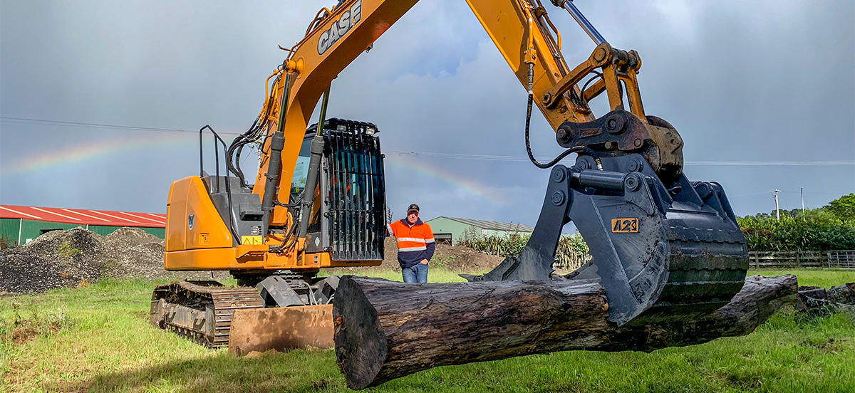 All in one on 13 tonne Case excavator