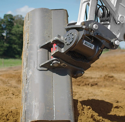 Heli-Tilt Quick Hitch on 5 Tonne Excavator