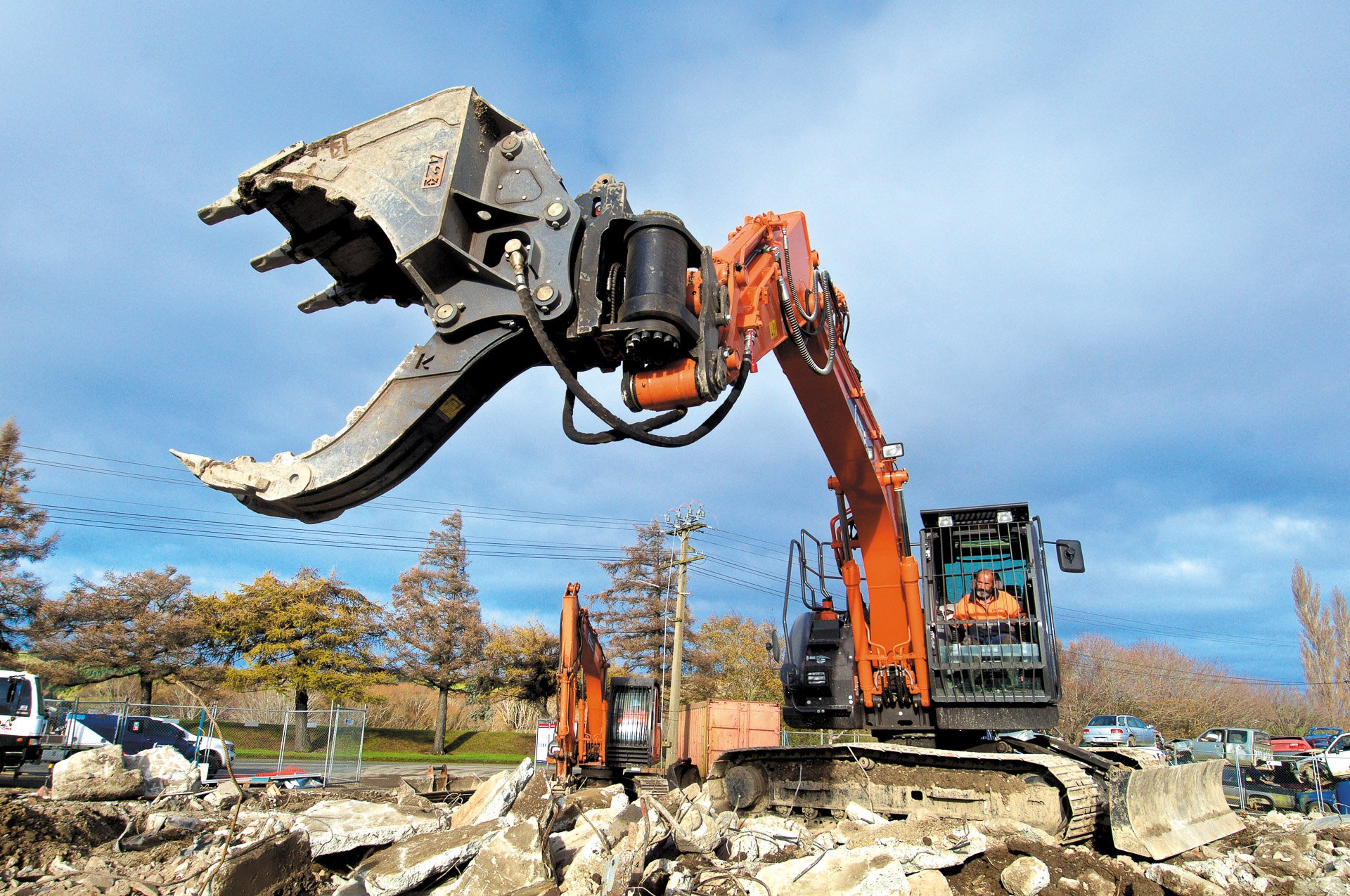 Attach2 Multi Grab Bucket with A2Lock Hitch and Hitachi ZX135